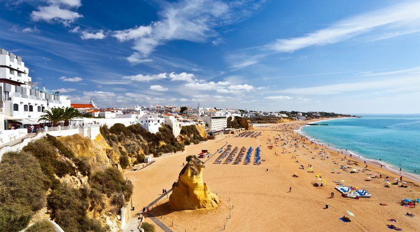 vacances au portugal Le Portugal est une destination idéale pour des vacances du0027été à la plage.  La diversité de son littoral et de ses stations balnéaires est un atout :  chacun ...
